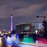 Festival of Lights 2015, Fernsehturm und BVG Gebäude (Sicht von der Schillingbrücke)